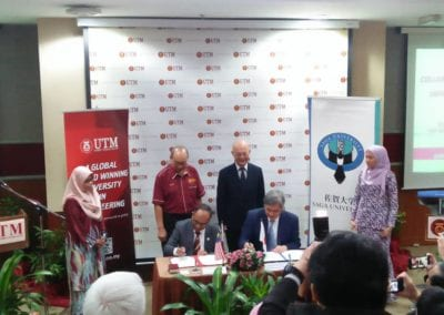 Collaborative Research Agreement (CRA) Signing and Exchange between Prof. Dr. Wahid Omar, Vice-Chancellor of UTM and Prof. Dr. Noriyoshi Teramoto, Vice-President of Saga University