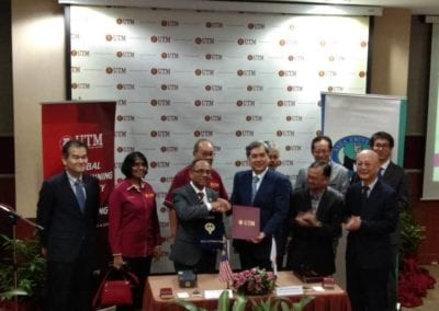 Exchange of the Signed Collaborative Research Agreement between Prof. Dr. Wahid Omar, Vice-Chancellor of UTM and Prof. Dr. Noriyoshi Teramoto, Vice-President of Saga University